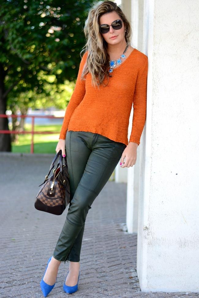 orange tricot