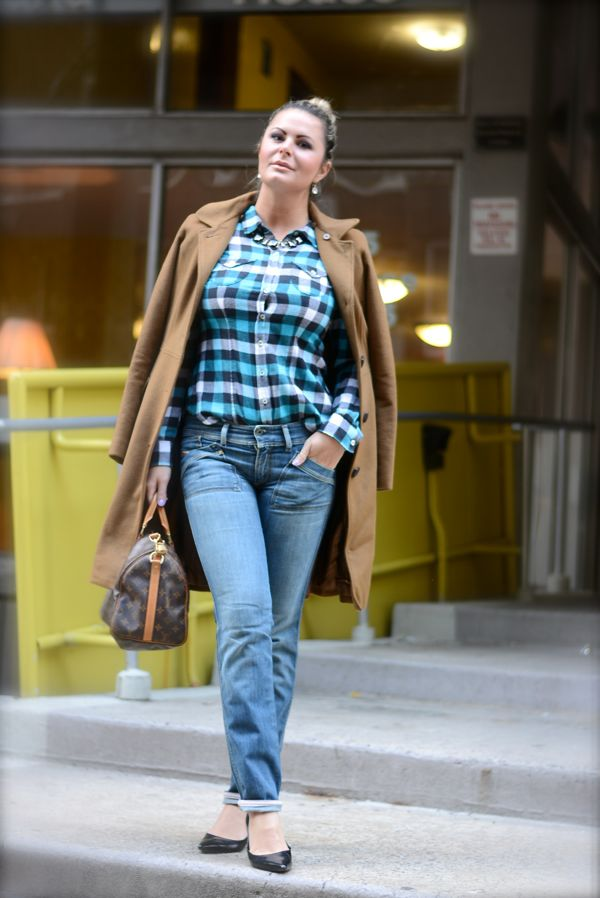 Street style, plaid shirt for any ocasion, camisa xadrez no inverno, moda xadrez, tendIencia xadrez, look do dia, nyclook, casual jeans com sobretudo , chic nas ruas de novayork