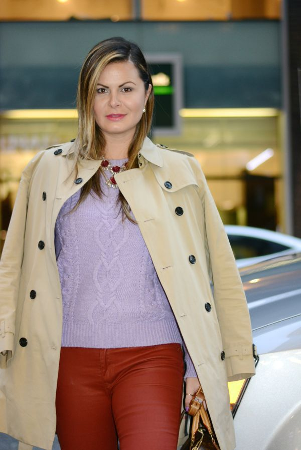 Trench coat, burberry trench coat, thasia naves, look do dia, street chic, combining lavander with red, Fall and winter looks, new york city look,